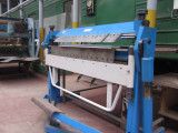 Процесс гибки листового металла.