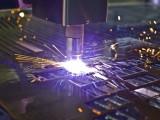 Процесс плазменной резки металла.